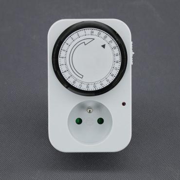 EH03, mechanické spínací hodiny do zásuvky