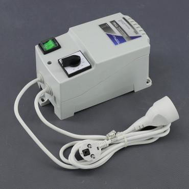 TR42, regulátor napětí transformátorový 1500W (na plochu)